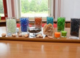 Barevné skleněné kameny